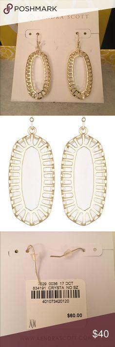 NWT Kendra Scott Dayla earrings NWT Kendra Scott Dayla Earring in Crystal (clear) and gold. Never worn. Small oblong drop earrings. Kendra Scott Jewelry Earrings