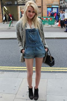 Hetti Bywater, Aka Lucy Beale looking HOT in our June street style! Sexy legs! Lucy Beale, Eastenders Actresses, Sixth Form Outfits, Smart Casual Outfit, Casual Outfits, Cool Outfits, Summer Outfits, Dungarees, Overalls