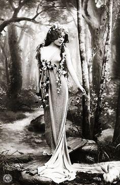 Portrait c.1910 by Reutlinger. S)