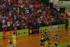 Fervientes seguidores del Deportivo Meta en el coliseo Álvaro Mesa de Villavicencio.