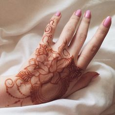 49 Beautiful Henna Tattoo Designs For Girls To Try At least Once - Torturein Egypt Henna Tattoo Designs Arm, Henna Tattoo Sleeve, Small Henna Tattoos, Henna Ink, Mehndi Designs For Fingers, Unique Mehndi Designs, Beautiful Henna Designs, Latest Mehndi Designs, Mehndi Tattoo