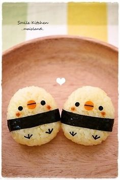 Mai's スマイル キッチン - Cute Japanese rice (Make with Pongal instead and add peppercorn eyes and carrot feet etc – Pongal Chicks! Japanese Food Art, Japanese Sweets, Japanese Rice, Bento Recipes, Baby Food Recipes, Bento Ideas, Bento Kawaii, Cute Food, Yummy Food