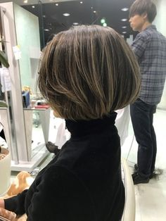 Ideas for hair bob medium highlights Short Bob Hairstyles, Cool Hairstyles, Medium Hair Styles, Short Hair Styles, Japanese Short Hair, New Hair Look, Hair Bun Maker, Hair Arrange, Pelo Natural