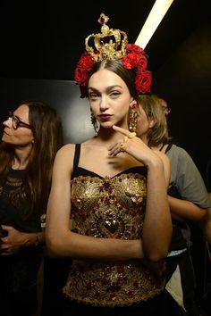 Backstage Dolce & Gabbana Spring 2015 Ready-to-Wear Fashion Tape, Gold Fashion, Daily Fashion, Luxury Fashion, High Fashion, Dolce & Gabbana, Image Fashion, Fashion Details, Fashion Design