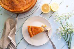 Dieser vegane Käsekuchen mit Mandarinen ist nicht nur super lecker, sondern auch glutenfrei und fettarm zugleich. Das perfekte gesunde Dessert!