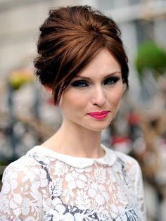 great retro style updo http://www.marketplaceweddings.com/blog/wp-content/uploads/2012/09/60s-style-wedding-hair.jpg