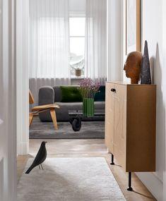IKEA hack : comment customiser une cuisine IKEA ? - Frenchy Fancy Side Board, Furniture Handles, Metal Furniture, Ikea Buffet, Metal Sideboard, Sideboard Ideas, Greige, Metal Design, Decoration Entree