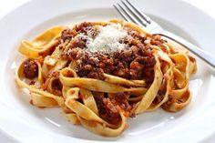Hearty Tagliatelle al Ragù + Lambrusco vi a @albertomedici2 @emiliadelizia  http://fb.me/3YUpkZoh4