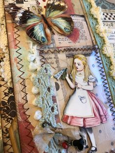 Alice In Wonderland Mini Album - GDT project for ReneaBouquets Book Crafts, Arts And Crafts, Paper Crafts, Diy Projects To Try, Crafts To Make, Alice In Wonderland Tea Party, Mad Hatter Tea, Photo Craft, Scrapbook