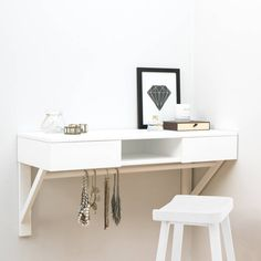 Floating Dressing Table With Drawers And Jewellery Rail