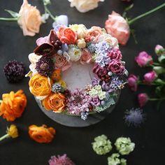 ㅡ Erotic.  Soo  밝고 명랑한. . .  Soocake. ㅡ  #flower #cake #flowercake #partycake #birthday #weddingcake #buttercreamcake #buttercream #designcake #soocake #플라워케익 #수케이크 #꽃스타그램 #버터크림플라워케이크 #베이킹클래스 #플라워케익클래스 #생일케익 #수케이크  www.soocake.com vkscl_energy@naver.com