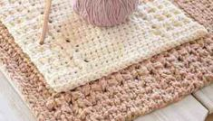 This easy crochet dishcloth pattern with matching hand towel is so simple, it works up quick and makes an amazing free crochet dishcloth gift! Double Crochet, Easy Crochet, Free Crochet, Beginner Crochet, Crochet Things, Crochet Baby, Diy Crochet Dishcloth, Crochet Tote, Knitted Dishcloths