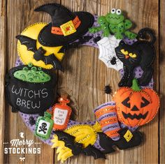 Witch's Brew Felt Applique Wreath Kit From Bucilla. Includes everything to complete. Make one for a friend or decorate your home with something unique this Halloween. (width: (height: hundredths-inches. Diy Halloween, Moldes Halloween, Adornos Halloween, Theme Halloween, Spirit Halloween, Holidays Halloween, Halloween Decorations, Halloween Juegos, Halloween Crafts To Sell