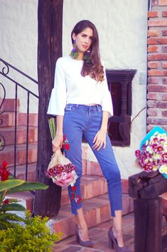 Jeans con aplicaciones  http://www.letterstolucia.com/blog/2017/12/14/jeans-con-aplicaciones/  #LetterstoLucia #Lucilooks #ootd #blogger #fblogger #style #outfit #jeans #flowers