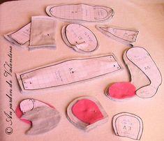 Patron Famille de souris_doudous_ allée des fauvettes_Au jardin de Valentine Creation Couture, Doll Furniture, Handmade Toys, Rose Buds, Maileg, Chiffons, Dolls, Sewing, Pattern