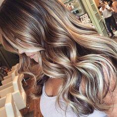 T H O S E • T O N E S #balayage #ombre #haircolour #hairinspiration #hairgoals #hairstyling #hairstyle #curls #waves #blonde #brunette