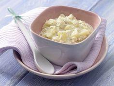Besonders bekömmlich und angenehm mild: Apfelmus-Brei mit Haferflocken - Nachmittagsbrei ab 7. Monat (milchfrei) - smarter - Zeit: 15 Min. | eatsmarter.de