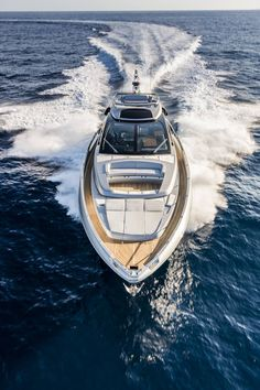 c21a535a188e Here is the new model Riva 76 inspired by his brother the Domino 86, which