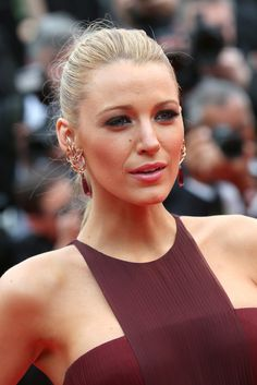 Close up of Blake Lively's Lorraine Schwartz diamond jewels with her Gucci Premiere gown at the 'Grace of Monaco' premiere and opening ceremony at the 67th Cannes Film Festival, May 14, 2014.  Photo: Getty.