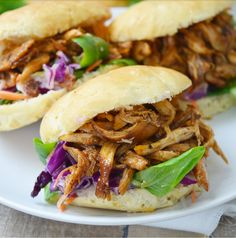 Broodjes pulled chicken - Famous Last Words Easy Baked Chicken, Oven Chicken, Baked Chicken Recipes, Slow Cooker Chicken, Slow Cooked Meals, Slow Cooking, No Cook Meals, Easy Healthy Recipes, Lunch Recipes