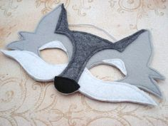 Wolf Mask, perfect for the boys at party Wolf Maske, Diy For Kids, Crafts For Kids, Wolf Kids, Felt Mask, Dress Up Boxes, Big Bad Wolf, Animal Masks, Costume Halloween
