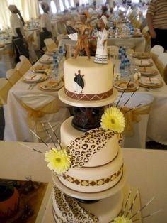 60 Beautiful African Wedding Cake You Will Love for Your Inspirations – Gâteau Mariage African Wedding Cakes, African Wedding Theme, African Wedding Dress, African Weddings, African Theme, Zulu Traditional Wedding, Traditional Cakes, Modern Traditional, Zulu Wedding