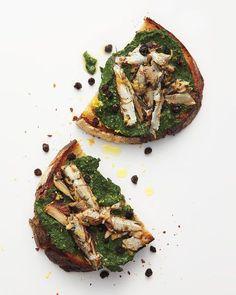 Crostini cu sardine si pesto de spanac - www.Foodstory.ro