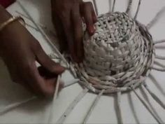 Make a beautiful paper hat with coloured paper or newspaper. You can also make a paper basket with the same method. Newspaper Bags, Newspaper Crafts, Crafts To Make, Arts And Crafts, Paper Weaving, Dress Up Outfits, Weaving Projects, Paper Basket, Old Paper