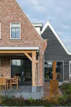 WnS Architecten | Notariswoning Slimpad, Kwintsheul Fries, Decoration, Old Houses, Beautiful Homes, Sweet Home, Villa, New Homes, Cabin, Porch