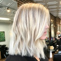 Are you going to balayage hair for the first time and know nothing about this technique? We've gathered everything you need to know about balayage, check! Sandy Blonde Hair, White Blonde Hair, Blonde Hair Looks, Icy Blonde, Short Platinum Blonde Hair, Blond Haircut, Haircut Short, Creamy Blonde, Blonder Bob