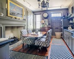 I have always loved Atlanta interior designer Jacquelynne aka Jackye Lanham's style.  I love her use of fine antiques mixed with casual fabr... Heart Pine Flooring, Pine Floors, Kitchen Keeping Room, Cote De Texas, Charleston Homes, Home Goods Decor, English Country Decor, Architecture Art, Classical Architecture