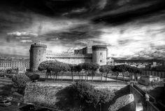 """Se si chiama Castel Nuovo perché a Napoli lo chiamano Maschio Angioino.? Il nome nasce per differenziarlo da quelli """"vecchi"""" Castel dell'Ovo e Capuano. Louvre, Building, Travel, Culture, Viajes, Buildings, Destinations, Traveling, Trips"""