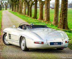 Mercedes-Benz 300 SLS - Carros # Carros - Power of Dreams - Motos Mercedes Benz 300, Mercedes Auto, Mercedes Classic Cars, Mercedes Benz Autos, Bmw Classic Cars, Classic Sports Cars, Mclaren Mercedes, Mercedes Black, Vintage Sports Cars