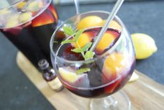 Recept: Sangria met rum en ginger ale Ginger Ale, Sangria, Rum, Cantaloupe, Tapas, Recipes, Food, Essen, Eten