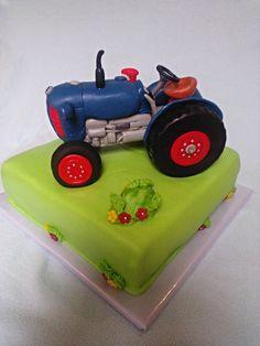 Traktor Zetor 25 - tvarohovo-šlehačkový krém s borůvkami