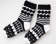 Crochet Socks, Knit Or Crochet, Knitting Socks, Hand Knitting, Knitting Charts, Knitting Patterns, Black And White Socks, Marimekko Fabric, Knit Art