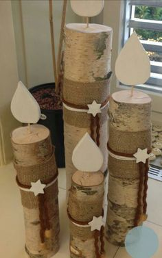 Christmas decorations with trunks and branches!- Decorazioni natalizie con tronchi e rami! 20 idee creative… Christmas decorations with trunks and branches! 20 ideas … Let yourself be inspired! Christmas Porch, Elegant Christmas, Outdoor Christmas Decorations, Rustic Christmas, All Things Christmas, Winter Christmas, Christmas Holidays, Christmas Ornaments, Winter Diy