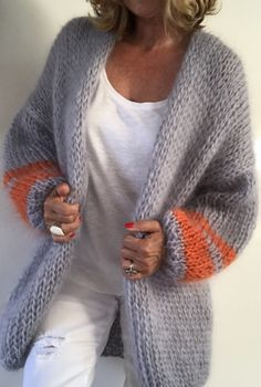PureMe is a fashionlabel Premium handmade knitwear Designed by me, made for you. Crochet Cardigan, Knit Crochet, Big Comfy Sweaters, Knit Fashion, Knitting Stitches, Crochet Designs, Outfit Sets, Lana, Couture