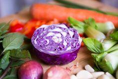 Las #frutas y los #vegetales son los mejores aliados para la #belleza, ya que contienen nutrientes que estimulan la elasticidad de la piel.