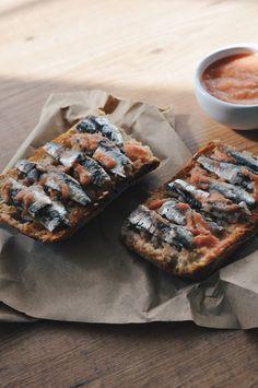 """""""Tosta de sardinas y pan con tomate #toastytuesday"""" del blog aleoli.es"""