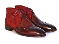 - Handmade wingtip chukka boots for men - Bordeaux suede & hand-painted calfskin upper - Antique burnished leather sole - Bordeaux leather lining and inner sole This is a made-to-order product. Please