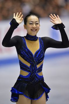 TOKYO, JAPAN - NOVEMBER 09:  Gold medalist Mao Asada of Japan waves to fans during day two of ISU Grand Prix of Figure Skating 2013/2014 NHK...