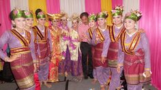 Saman Dance ( Aceh Etnic ) crew w/ our head :)