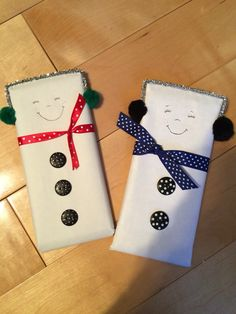 Snowman wrapped chocolate bars ☃