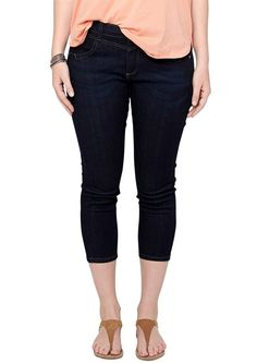 """7/8-Stretch-Jeans Dark Denim ohne Wascheffekt. Betonter Bund mit Gürtelschlaufen, Knopf und Reißverschluss. Zwei Eingrifftaschen vorne; zwei Gesäßtaschen. Figurbetonte Passform """"Gerade"""" mit leicht vertieftem Bund und extra schmalem Bein in 7/8-Länge für eine normale Hüfte, einen flachen Po und normale Oberschenkel. Leichter, stretchiger Denim. Eine sommerlich leichte, verkürzte Jeans, die ganz ..."""