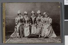 Portret pięciu dziewcząt w kostiumach scenicznych, ok. 1900