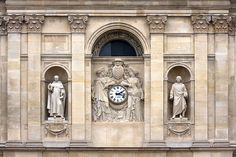 Paris, statues with clock - location not known