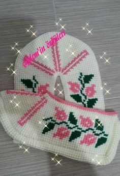 This Pin was discovered by nrt Pot Holders, Crochet, Models, Cross Stitch, Slipper, Caps Hats, Chrochet, Tejidos, Flowers