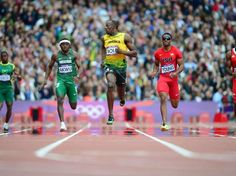 Usain Bolt ganó bien su serie en los 200 metros.