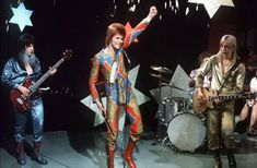 Davis Bowie-June 1972-Ziggy and the Spiders From Mars perform Starman on ITV's 'Lift Off'